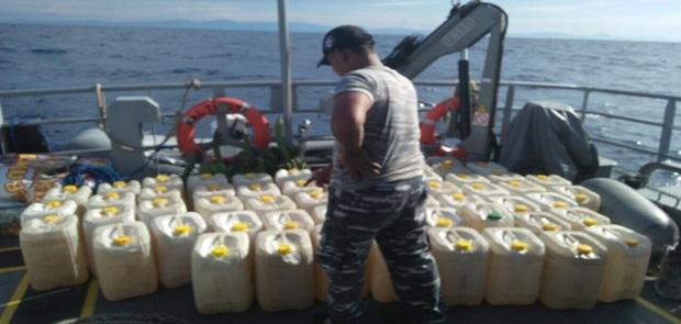 Bakamla RI Amankan Kapal Pengangkut 7.320 Liter Miras Cap Tikus seharga Rp. 610 juta.