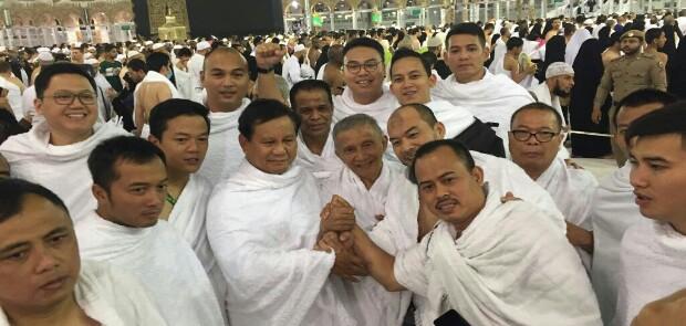 Prabowo dan Amien Rais Bertemu di Depan Ka'bah