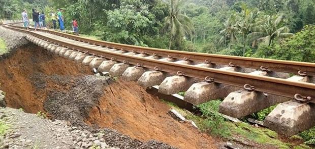Longsor Hingga 50 Meter, PT KAI Tutup Jalur Kereta Bogor-Sukabumi