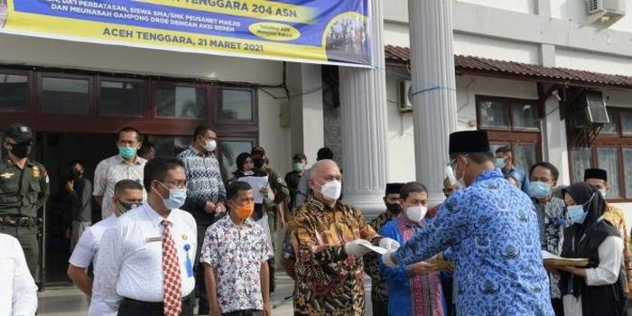 Di Gayo Lues dan Aceh Tenggara, Sekda Bagikan 282 SK Kenaikan Pangkat