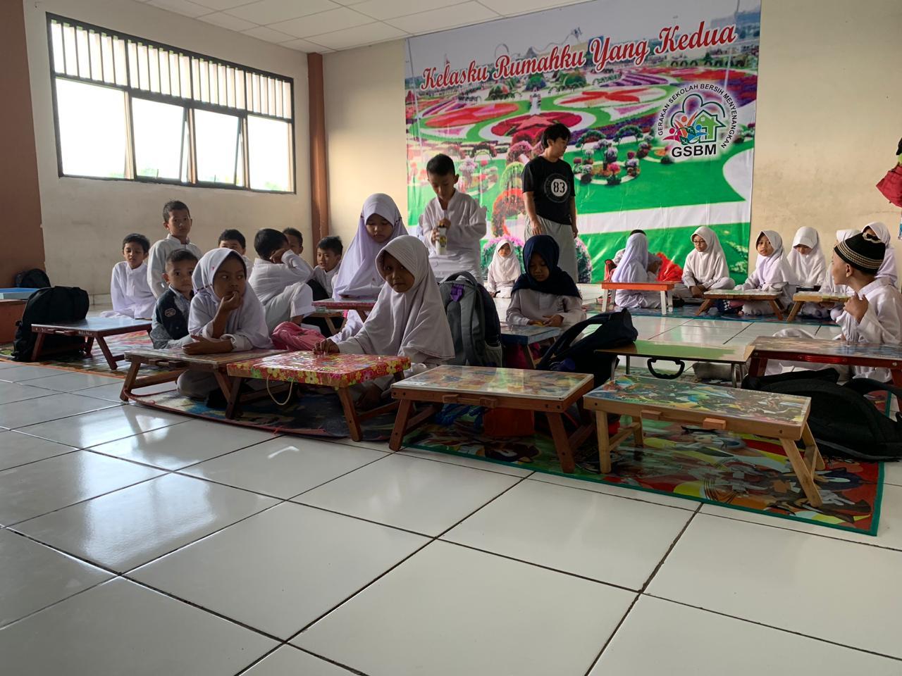 Sidak Ke SD yang Ngga Punya Meja dan Kursi, DPRD Tangsel Linglung