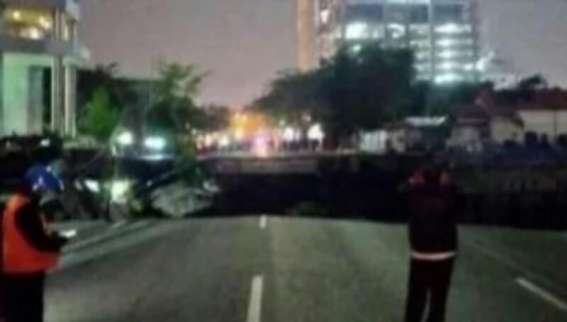 Jalan Raya Gubeng Amblas Hingga 20 Meter