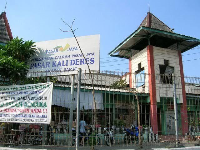Pedagang Pasar Kalideres Protes Dipindahkan Ke Tempat Penampungan