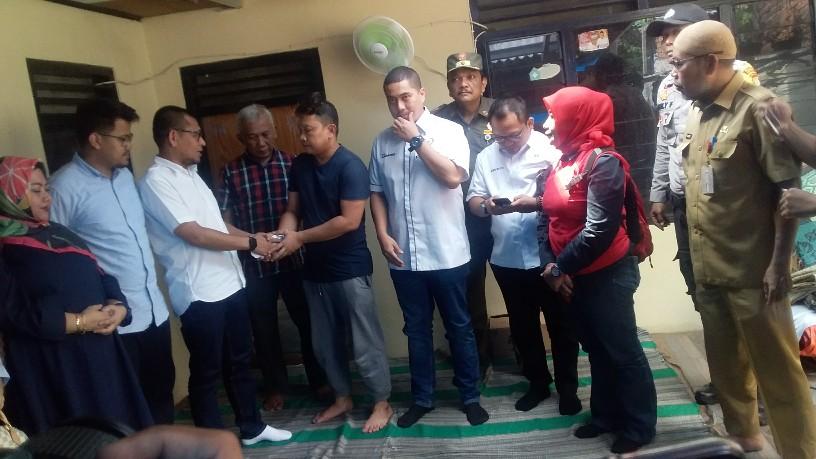 Banjir Mulai Surut, Anggota DPRD DKI Kunjungi dan Beri Bantuan Korban Banjir