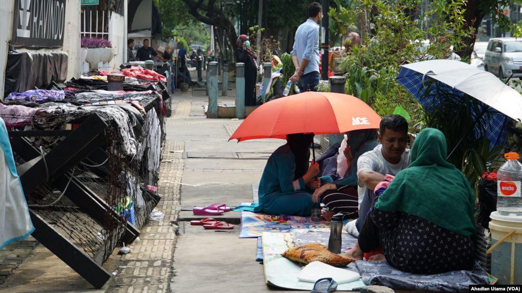 Pengungsi Kembali ke Trotoar Kebon Sirih, Anies Bakal Kordinasi Dengan Kemensos