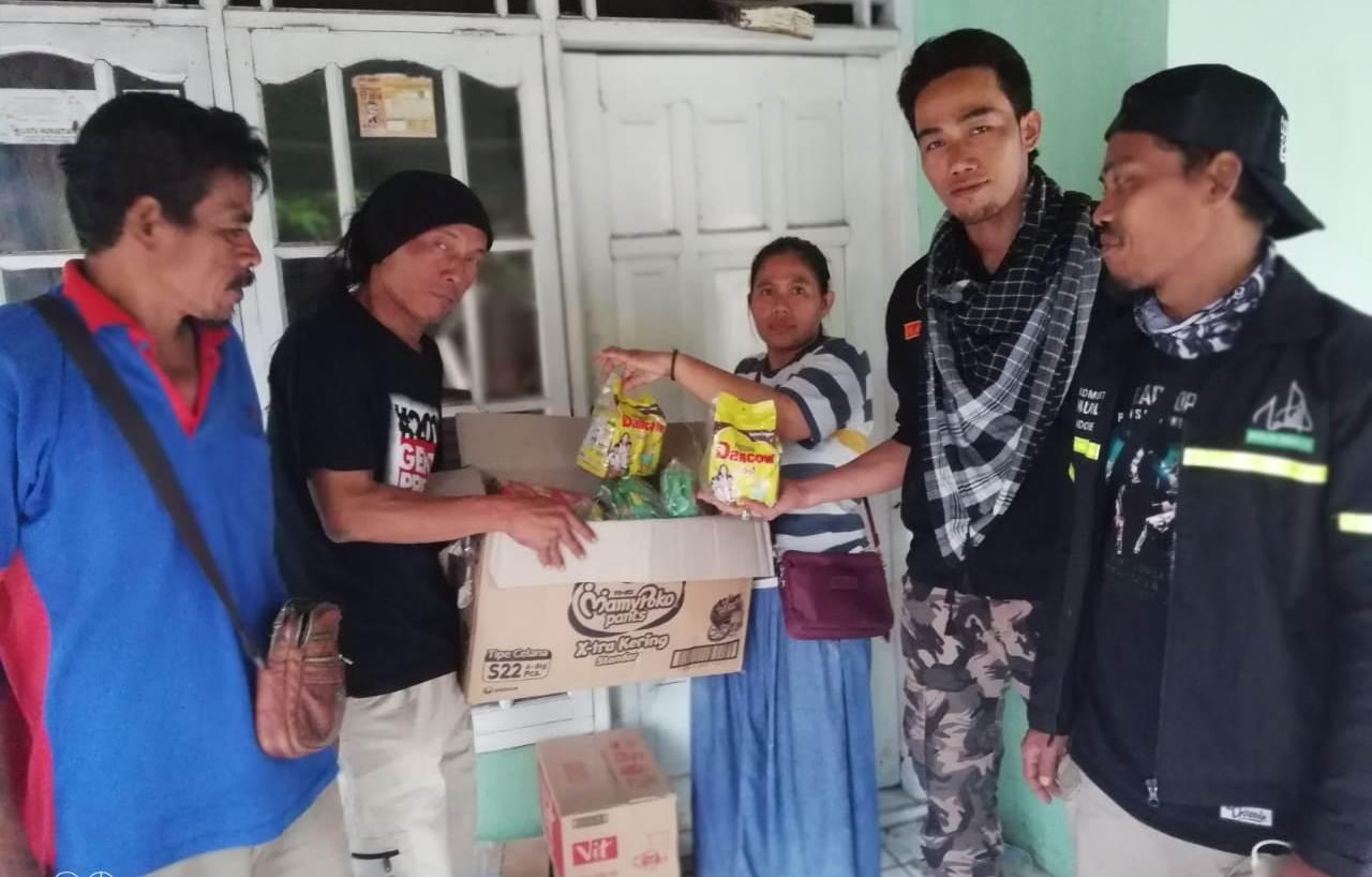 Brigade 212 Memberikan Bantuan Pada Warga Korban tsunami Banten