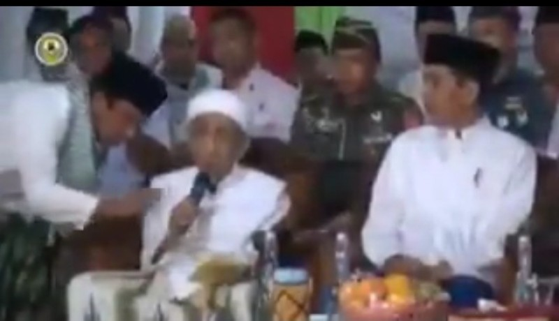 Romy Ralat Mbah Moen Karena Doakan Prabowo, Bukan Jokowi