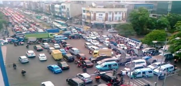DKI Akan Naikan Tarif Pajak Kendaraan Baru Jadi 15 Persen