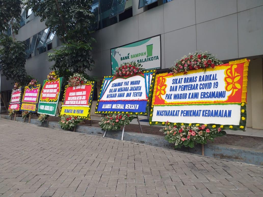 Dukungan Pencopotan Spanduk HRS, Karangan Bunga untuk Ariza Banjiri Kantor Balaikota