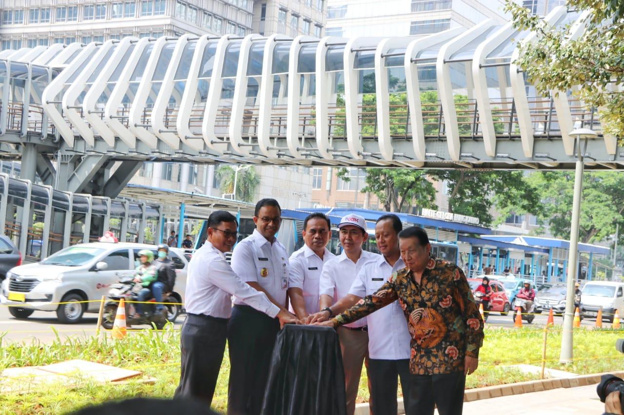 Anies Resmikan Tiga JPO Berdesain Artistik di Sudirman