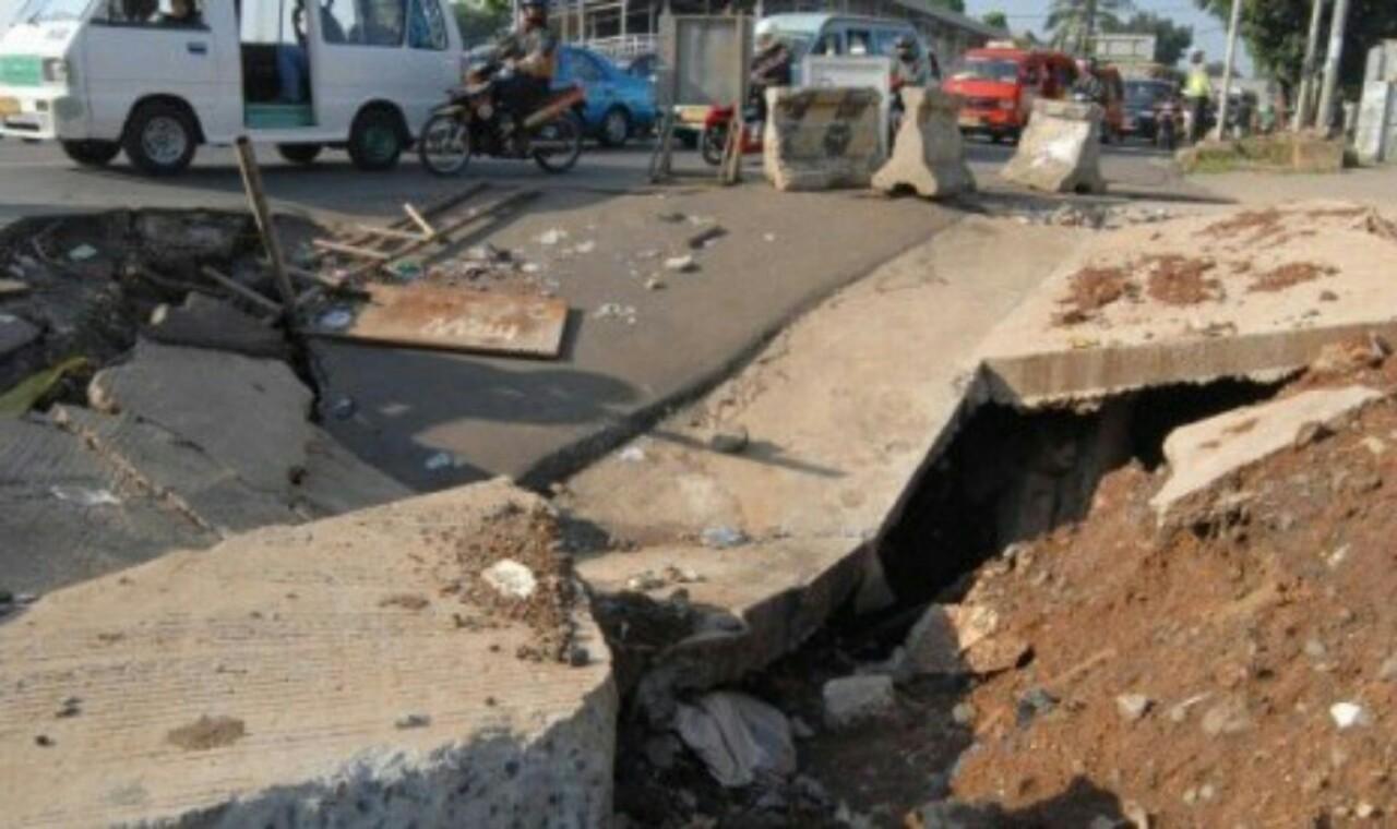 Permukaan Tanah di Malang Selatan Amblas Hingga 3 Meter