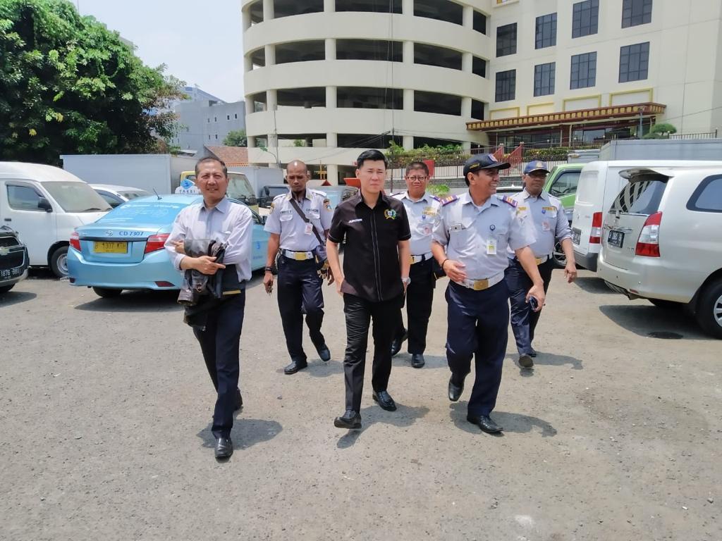 Dengarkan Curhat PKL, Fraksi Nasdem DPRD DKI Kunjungi Kawasan Asemka