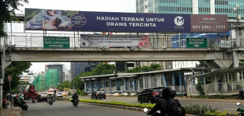 Reklame di JPO Depan Pasar Festival Diduga Bodong, Anies-Sandi Diminta Tegas
