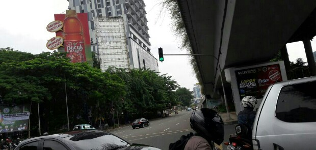 Izin Sudah Kadaluarsa, Iklan Teh Pucuk Masih Saja Mejeng di MT Haryono