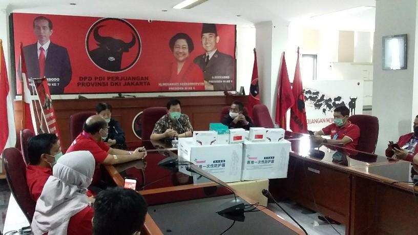 Bantu Penanganan Covid-19, PDIP Jakarta Salurkan Bantuan ke Masyarakat dan RS