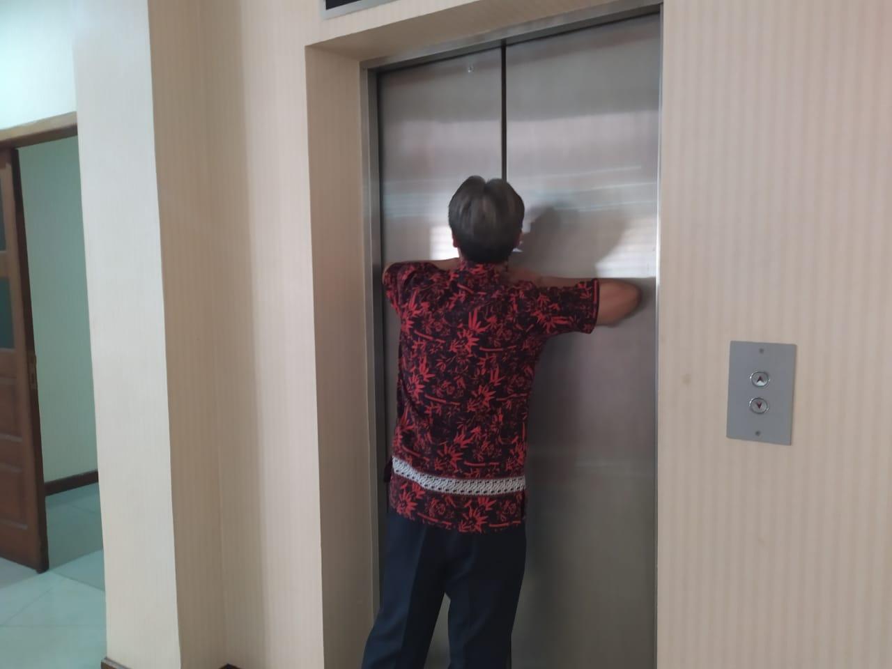 Mati Listrik, Sopir Anggota Dewan Terjebak di Lift DPRD Kota Tangerang