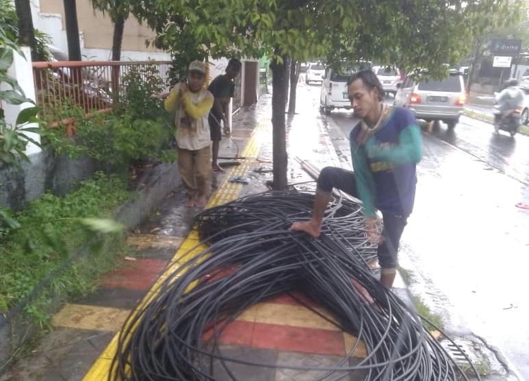 Pasang Kabel Optik Asal-asalan, Telkom dan DPU Tangsel Bakal Digugat Penggiat Lingkungan
