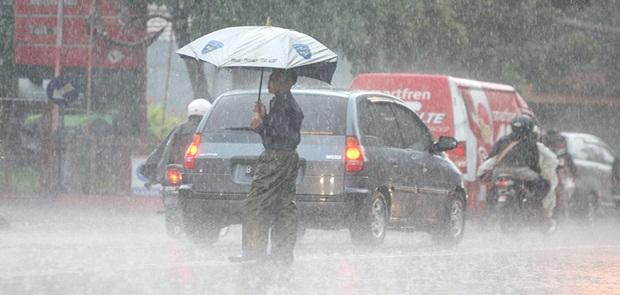 Jumat Ini Jakarta Diperkirakan Dilanda Hujan Petir