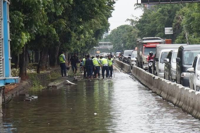 Akibat Hujan Mengguyur Ibukota, 19 Ruas Jalan Tergenang Banjir
