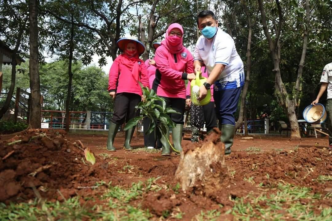 Dari Utara, Istri Sigit Inisiasi Semai Jakarta