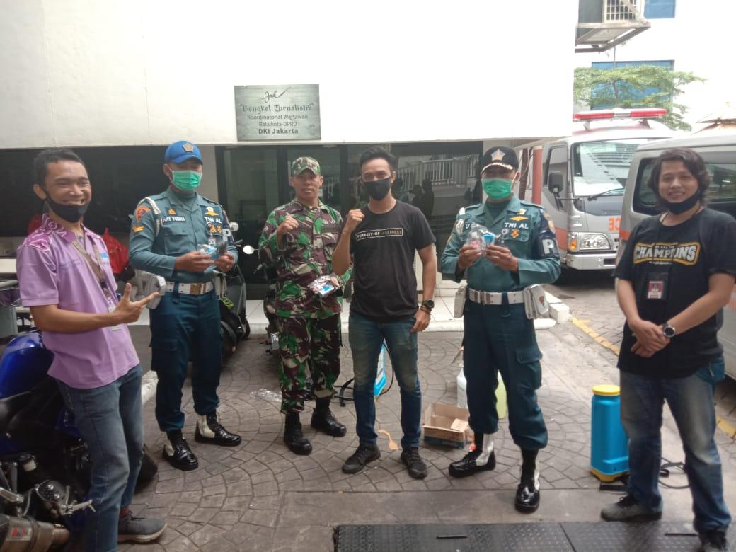 Peduli Corona, Wartawan Balaikota Bagikan Bantuan Ke Masyarakat