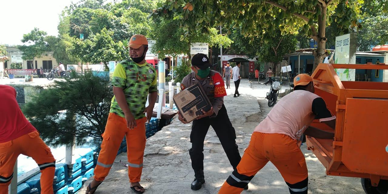 Polres Kepulauan Seribu bantu distribusikan Bansos DKI