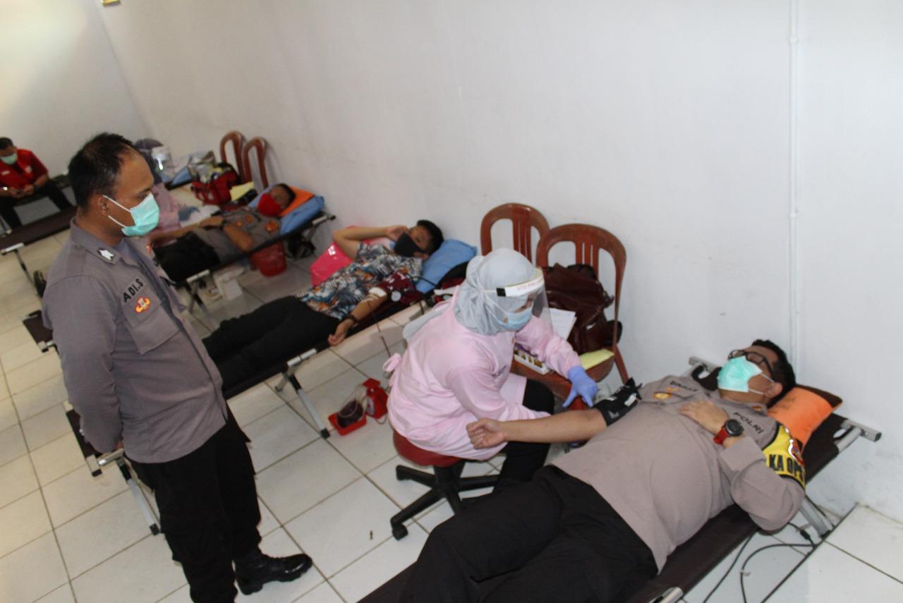 Tujuh Puluh Personil Polres Way Kanan Ikuti Donor Darah