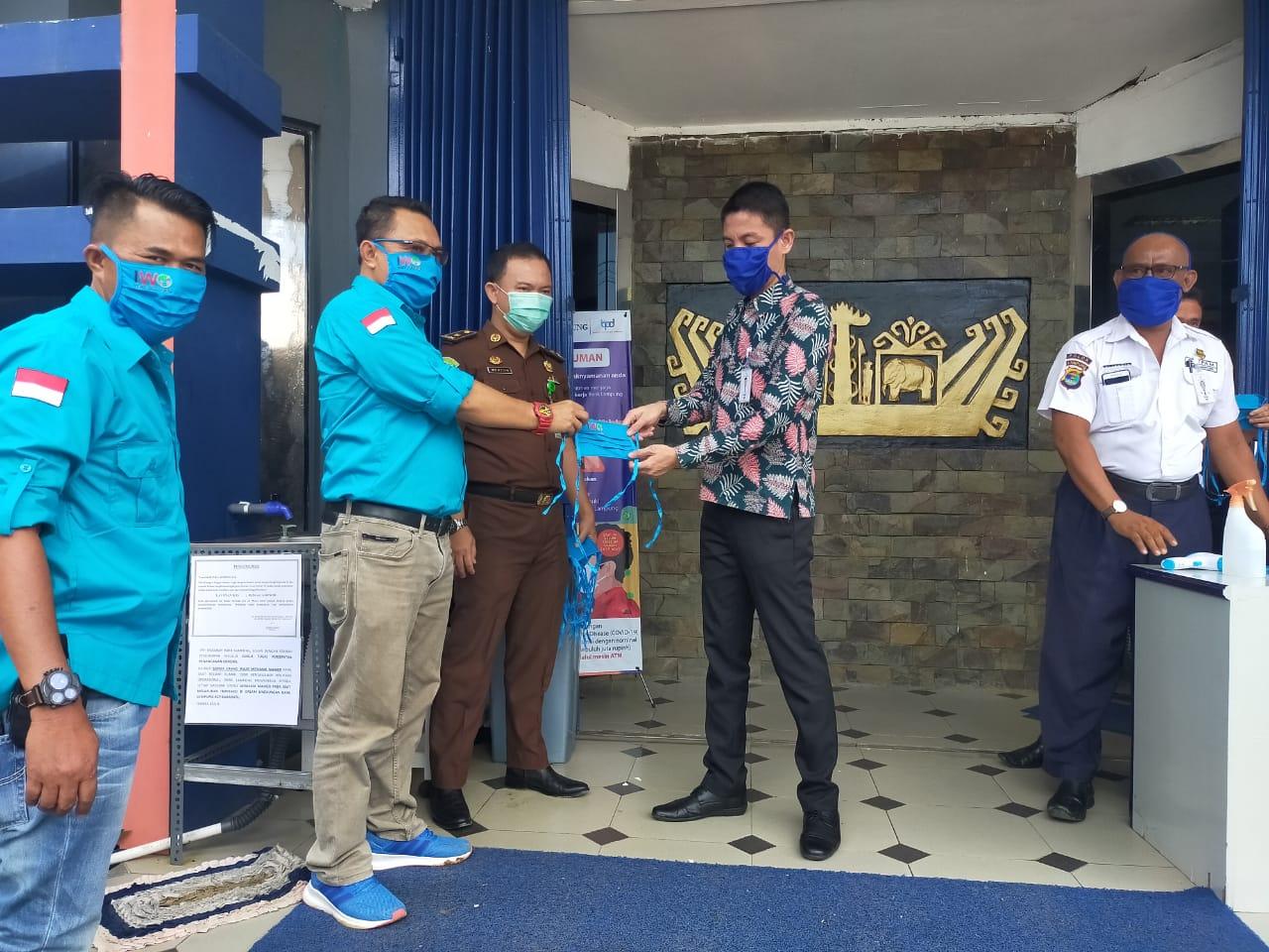 PD IWO Way Kanan dan Kejaksaan Negeri Way Kanan Bagikan 1000 masker gratis