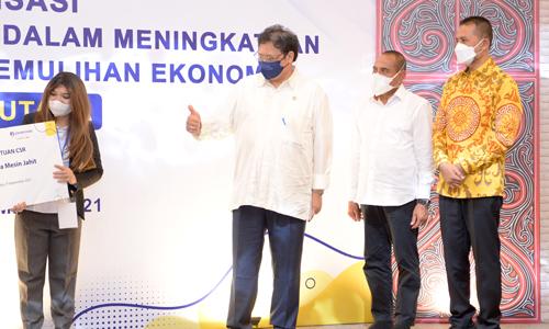 Gubernur dan Wagub Dampingi Menko Perekonomian Salurkan KUR untuk Pemulihan Ekonomi Sumut