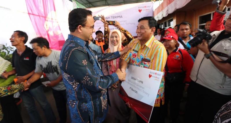 Warga Korban Kebakaran di Rawa Kepa Dapat Bantuan 1.000 Sak Semen dari Bank DKI