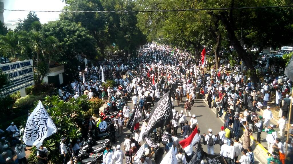 Aksi Bela Tauhid, Bendera dan Panji Rasulullah Banjiri Kantor Menkopolhukam
