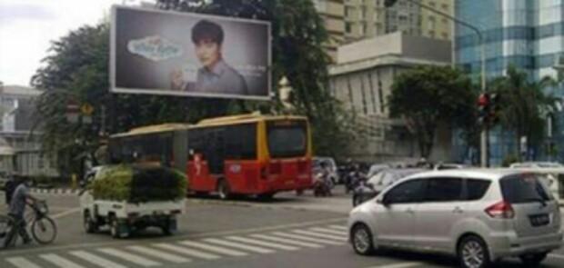Penertiban Ratusan Reklame Bodong, Satpol PP Tunggu Revisi Pergub 148 Diteken Gubernur