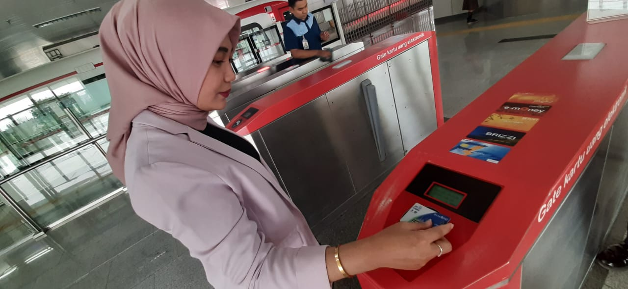 Batasi Transaksi Non Tunai, JakLingko bisa topup saldo Dengan JakOne Mobile