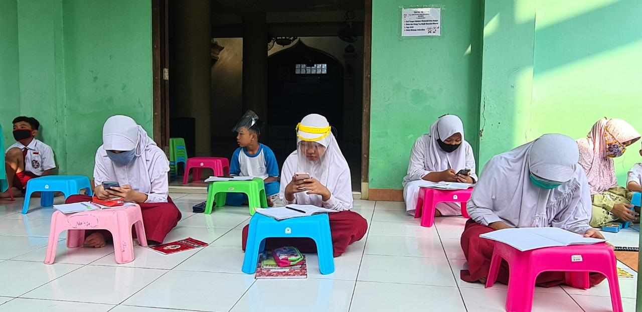 Warga Cengkareng dan Kalideres Inisiatif Patungan Pasang WiFi Gratis Di Balai Warga