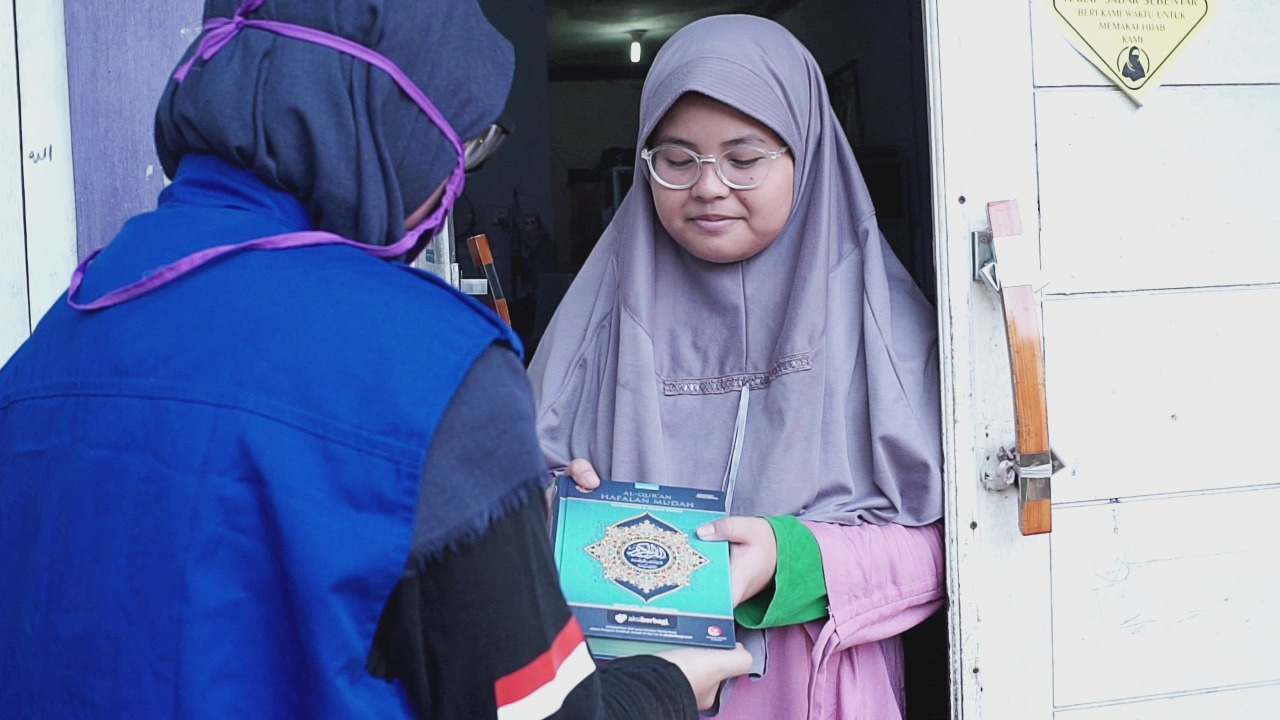 Alhamdulillah, Masih Ada Yang Mau Antar Qur'an Untuk Pendidikan Rohani