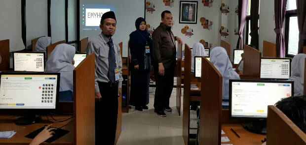 Target Lulus 100 Persen,102 Siswa SMP YPI As Sa'adah Jalani UNBK