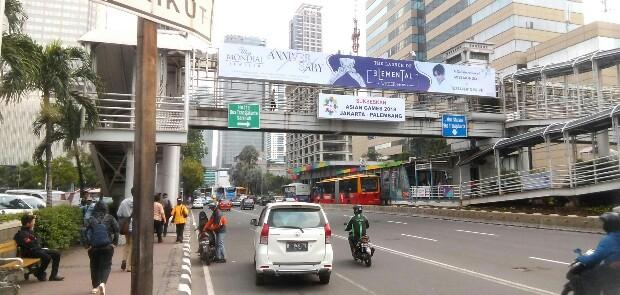 Sudah Diturunkan Reklame di JPO Sarinah Tayang Lagi, Kasatpol PP Diminta Tegas