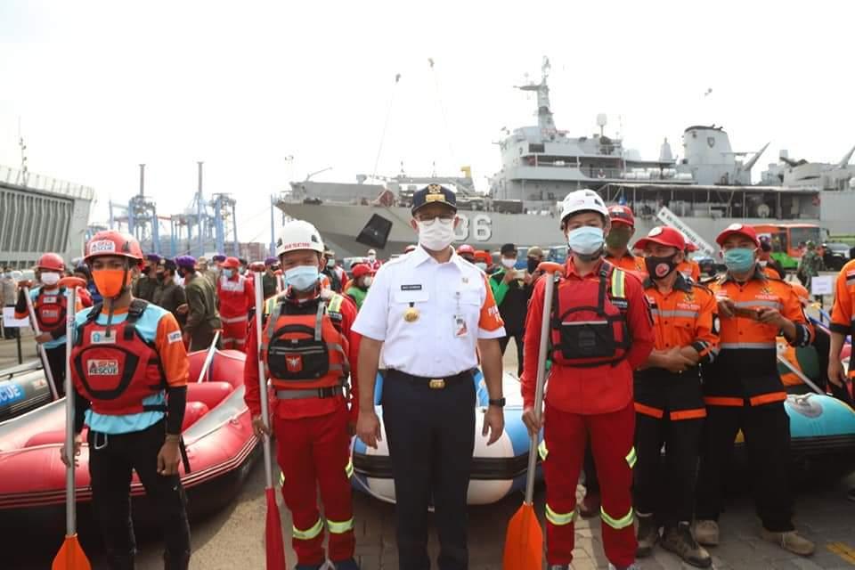Siaga Banjir, Anies Siapkan Perahu Evakuasi Untuk Klaster Covid-19