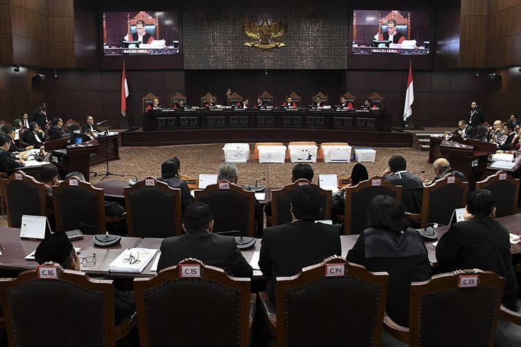 Hakim MK Satu Suara : Menolak Seluruh Gugatan Kubu Prabowo-Sandi