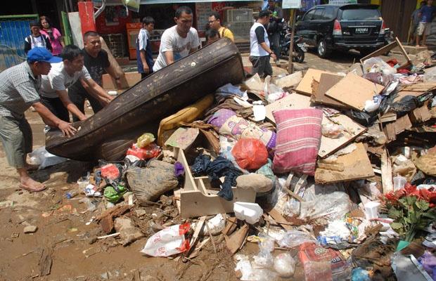 Dinas LH DKI Angkut 106 Ribu Ton Sampah Sisa Banjir di Ibukota