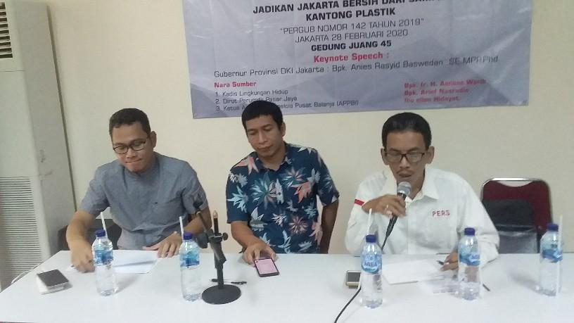 Pergub Larangan Kantong Plastik Berlaku 1 Juli, Pasar Jaya Kebut Sosialisasi ke Pedagang