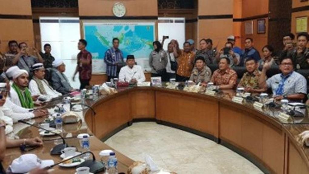 Gagal Sampaikan Aspirasi ke Jokowi, Peserta Aksi Bela Tauhid Kecewa