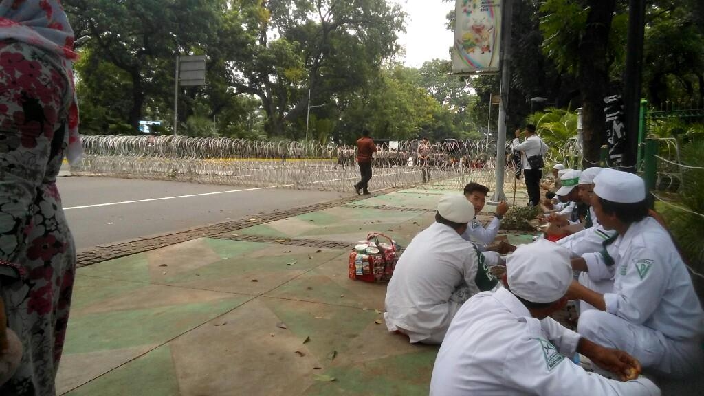 Cegah Massa Aksi Bela Tauhid Dekati Kantor Jokowi, Polisi Blokade Jalan ke Istana