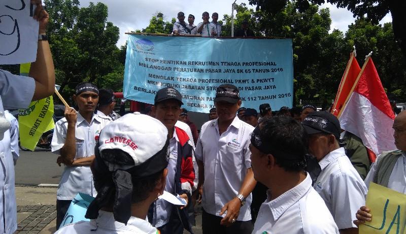 Protes Kinerja Dirut Pasar Jaya, Pegawai Demo Anies Baswedan