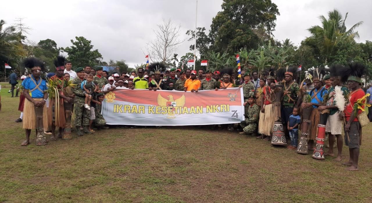 Kostrad Peringati HUT Ke-74 RI dan Ikrar Kesetiaan NKRI Bersama Warga Perbatasan
