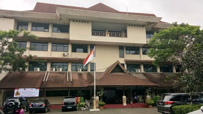 Kantor Kecamatan Mampang Prapatan Tak Layak, Komisi A Dorong Percepatan Relokasi