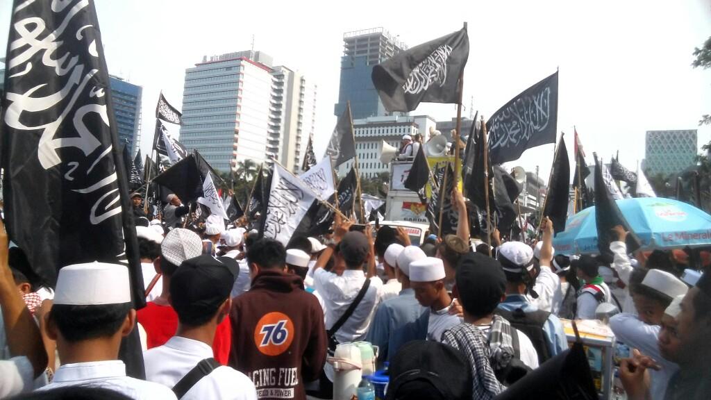 Diam Atas Kasus Pembakaran Bendera Tauhid, Jokowi Dinilai Langgar Konstitusi