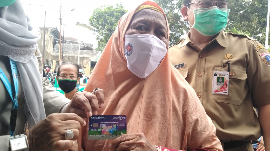 Bank DKI Distribusikan 42.265 Kartu Lanjut Usia dan Kartu Penyandang Disabiltas Jakarta