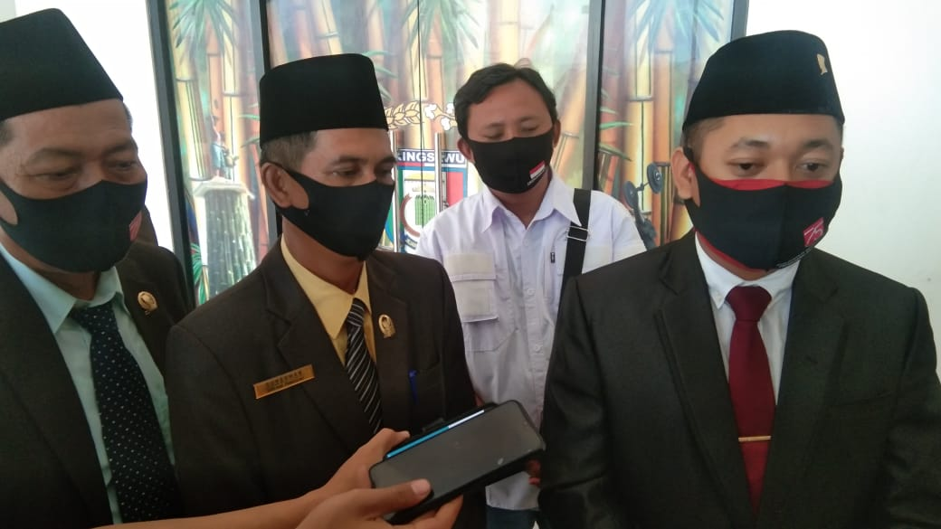BK DPRD Pringsewu Berikan Sanksi Terhadap RRS atas Pelanggaran Kode etik.