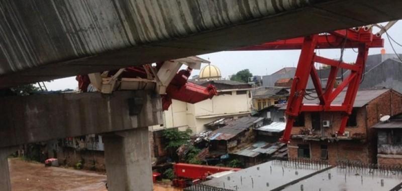 Crane Proyek DDT PT KAI Ambruk, 2 Pekerja Tewas
